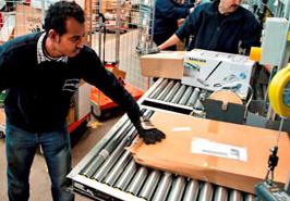 Pakketsorteerders eisen miljoenen van PostNL