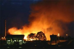 Brand verwoest magazijnen Royal Leerdam