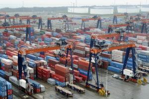 Containeroverslag Rotterdam stijgt; goederenoverslag daalt